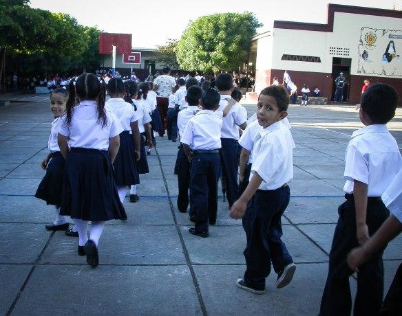 Ciudad Darios skola- mot morgonsamling
